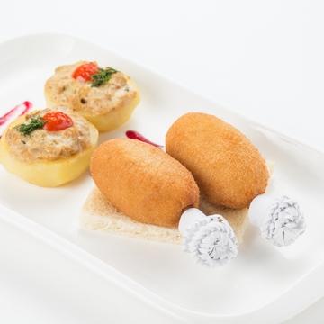 Котлета по-киевски с печеным картофелем и жюльеном из грибов