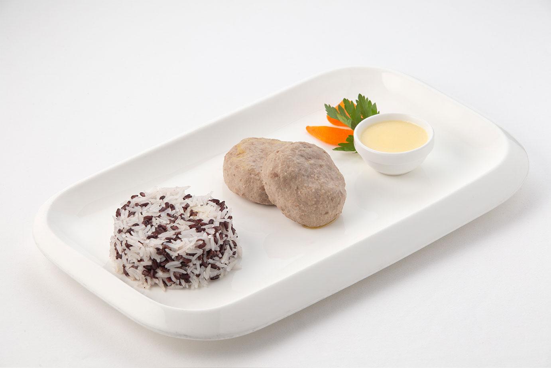 Биточки из телятины с грибами и рисом