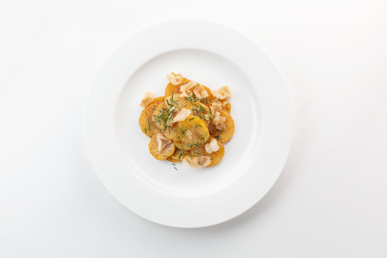 Жареный картофель по-домашнему с салом и луком