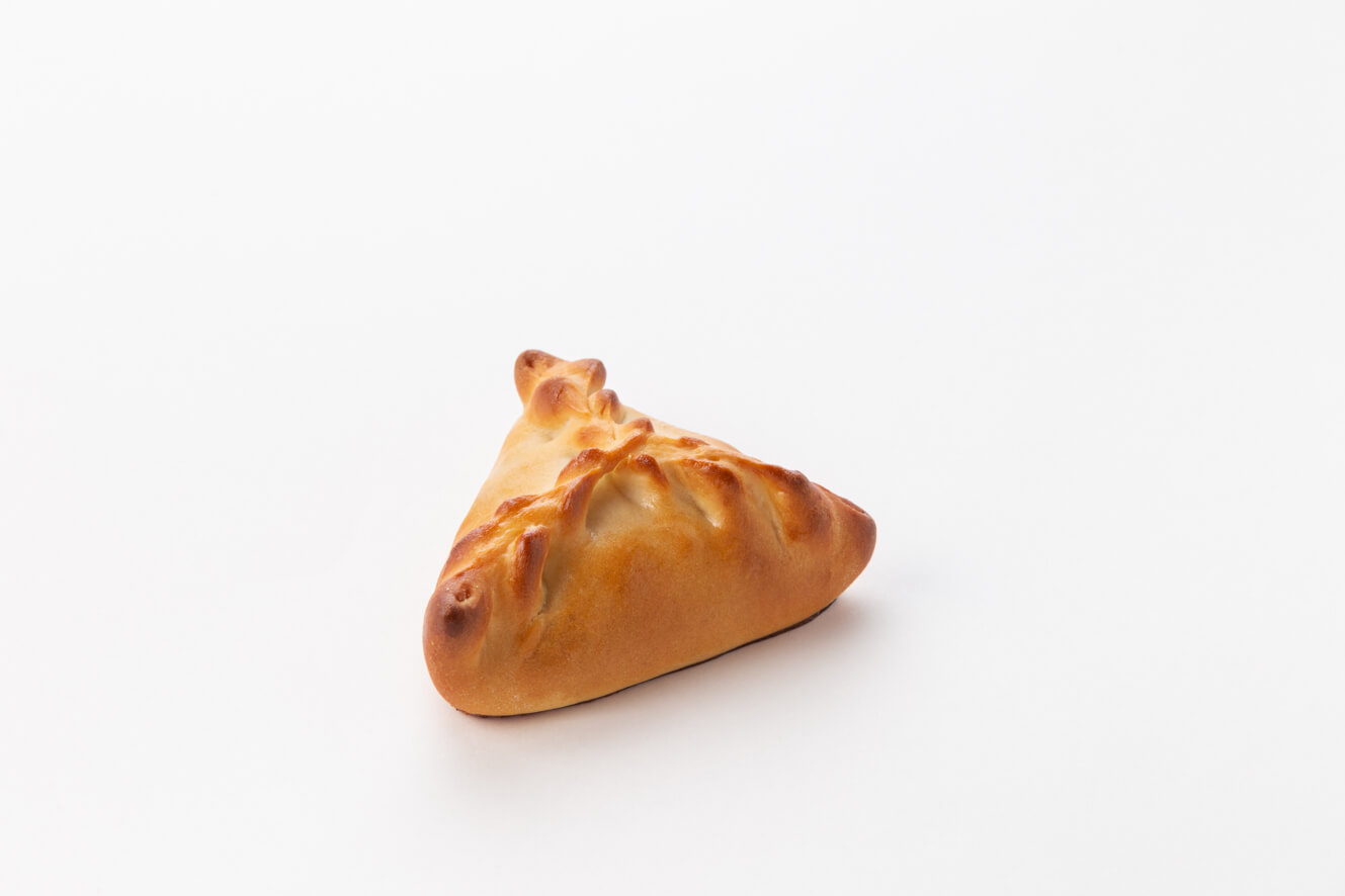 Пирожок с яблоком и брусникой