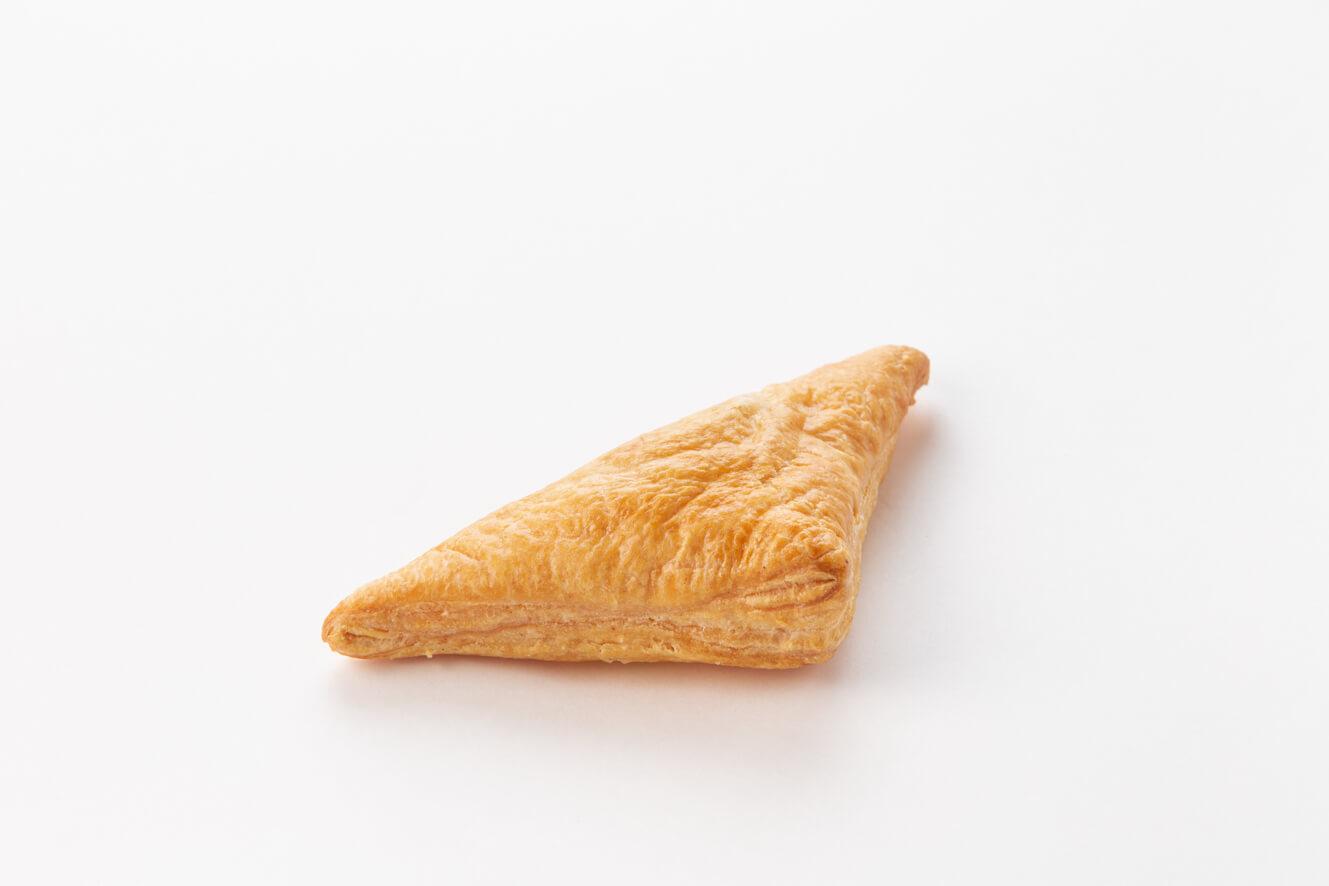 Пирожок слоёный с курицей