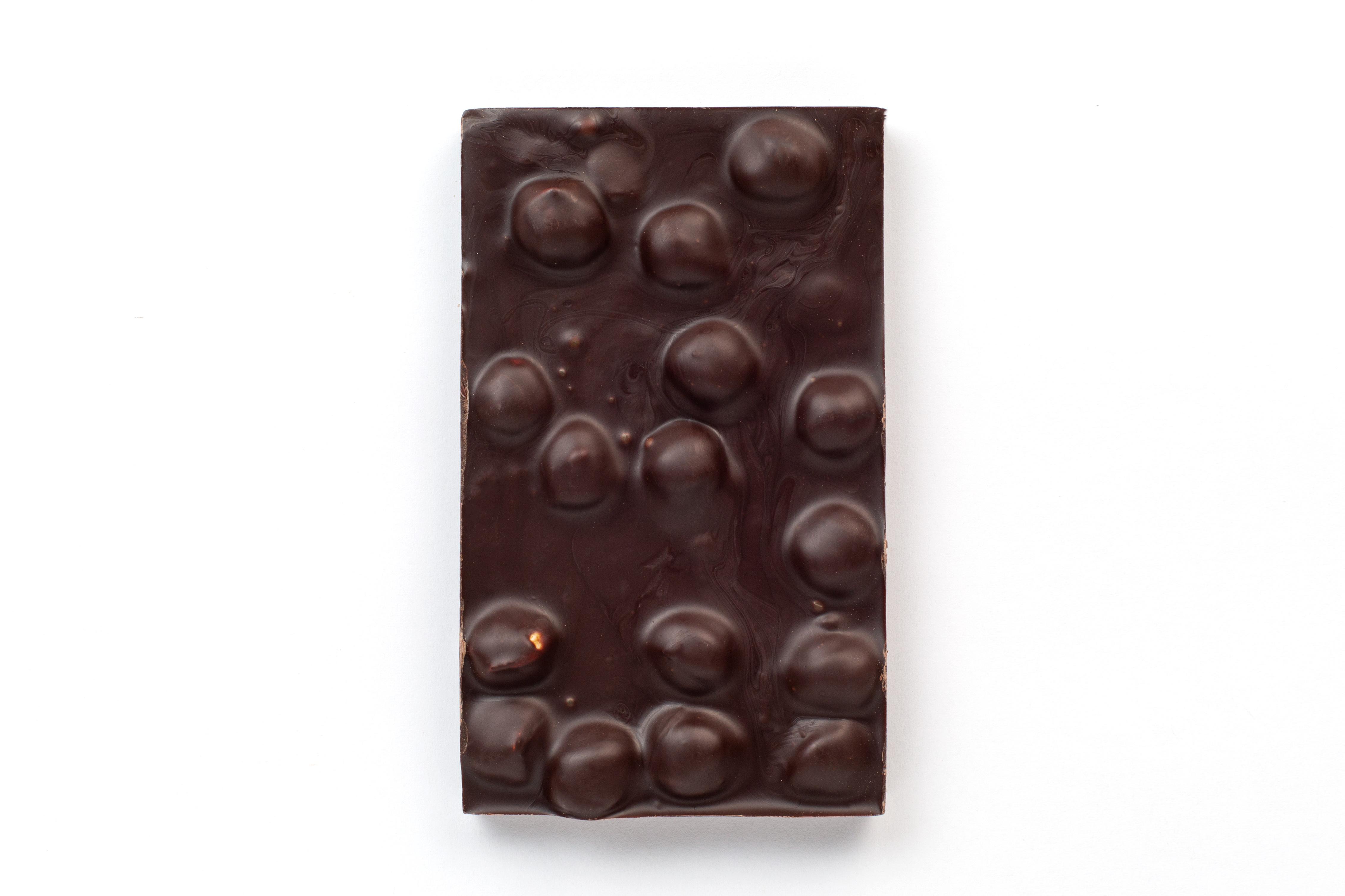 Горький шоколад ручной работы с фундуком